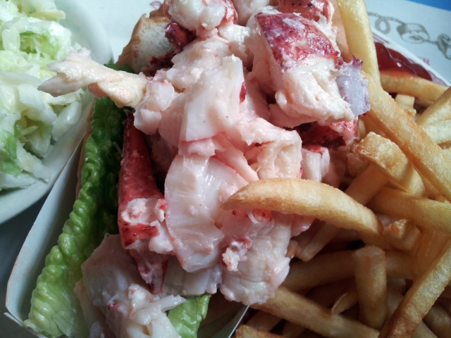 More Yummy Lobster Rolls in Maine... La Dolce Vita.